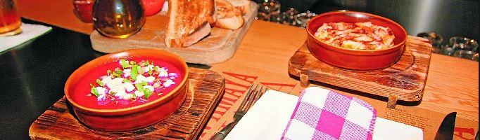 Salmorejo de remolacha con pulpo a la gallega